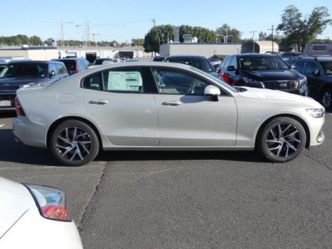 New 2020 Volvo S60 T6 Momentum With Navigation & AWD