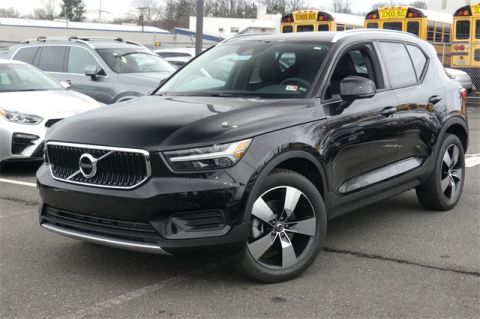 New 2020 Volvo XC40 Momentum With Navigation & AWD